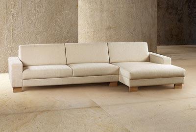 Soffa med bred divan